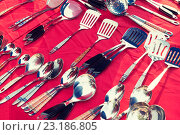 Купить «tableware and kitchenware sale at street market», фото № 23186805, снято 7 февраля 2015 г. (c) Syda Productions / Фотобанк Лори
