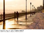 Новая саратовская набережная зимой на закате. Стоковое фото, фотограф Михаил Смыслов / Фотобанк Лори