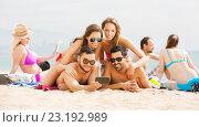 Купить «Peoples taking pictures on smartphone», фото № 23192989, снято 16 декабря 2018 г. (c) Яков Филимонов / Фотобанк Лори