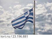 Флаг Греции на фоне неба. Стоковое фото, фотограф Дмитрий Наумов / Фотобанк Лори