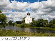 Церковь Покрова на Нерли (2015 год). Редакционное фото, фотограф Олег Пученков / Фотобанк Лори