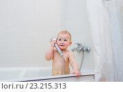 Купить «Игривый ребенок в ванной комнате», фото № 23215313, снято 6 апреля 2016 г. (c) Кузнецов Дмитрий / Фотобанк Лори