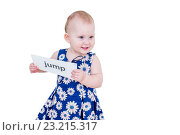 Купить «Маленькая девочка в платьице держит карточку», фото № 23215317, снято 7 апреля 2016 г. (c) Кузнецов Дмитрий / Фотобанк Лори