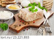 Купить «Холодец и приправы на кухонном столе», фото № 23221893, снято 6 июля 2016 г. (c) Надежда Мишкова / Фотобанк Лори