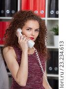 Купить «Девушка службы поддержки разговаривает по телефону», фото № 23234613, снято 4 июля 2016 г. (c) Литвяк Игорь / Фотобанк Лори
