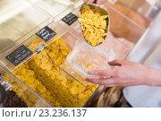 Купить «corn flakes», фото № 23236137, снято 23 сентября 2018 г. (c) Яков Филимонов / Фотобанк Лори