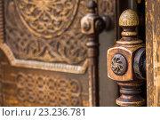 Навершие ручки входной двери храма Сурб-Арутюн  в Ростове-на-Дону. Стоковое фото, фотограф Борис Панасюк / Фотобанк Лори