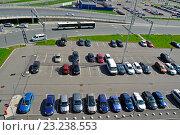 Купить «Автомобильная парковка у аэропорта», фото № 23238553, снято 11 мая 2016 г. (c) Зезелина Марина / Фотобанк Лори