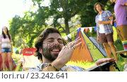 Купить «Hipster man playing a musical instrument», видеоролик № 23242641, снято 17 июля 2019 г. (c) Wavebreak Media / Фотобанк Лори