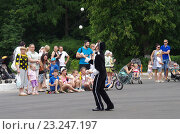 Купить «Выступления мимов в Парке Культуры и отдыха города Жуковский 25 июня 2016 года», фото № 23247197, снято 25 июня 2016 г. (c) Natalya Sidorova / Фотобанк Лори