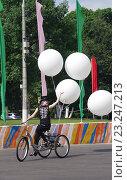 Купить «Выступления мимов в Парке Культуры и отдыха города Жуковский 25 июня 2016 года», фото № 23247213, снято 25 июня 2016 г. (c) Natalya Sidorova / Фотобанк Лори