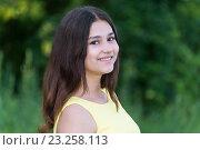 Купить «Portrait of cute teen girl outdoors in summer», фото № 23258113, снято 2 июля 2016 г. (c) Володина Ольга / Фотобанк Лори