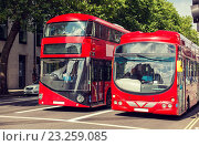 Купить «city street with red double decker buses in london», фото № 23259085, снято 19 июня 2015 г. (c) Syda Productions / Фотобанк Лори