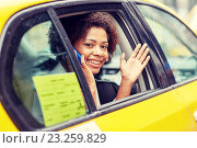 happy african woman calling on smartphone in taxi. Стоковое фото, фотограф Syda Productions / Фотобанк Лори