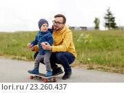 Купить «happy father and little son on skateboard», фото № 23260437, снято 5 июня 2016 г. (c) Syda Productions / Фотобанк Лори