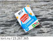 Купить «Стерилизованные сливки в упаковке Tetra Pak», эксклюзивное фото № 23267365, снято 5 июня 2016 г. (c) Алёшина Оксана / Фотобанк Лори