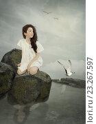 Девочка и чайки. Стоковая иллюстрация, иллюстратор Маргарита Нижарадзе / Фотобанк Лори