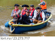 Купить «Local Men In Costume Take To The River Ouse In Small Boats During The Annual Lewes Raft Race, Lewes, Sussex, UK.», фото № 23273717, снято 3 июля 2016 г. (c) age Fotostock / Фотобанк Лори
