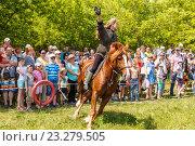 Купить «Девочка казачка скачет на лошади», фото № 23279505, снято 18 июня 2016 г. (c) Акиньшин Владимир / Фотобанк Лори