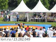 Купить «Сабантуй в Москве. Борьба Корэш», фото № 23282049, снято 17 июля 2016 г. (c) Алексей Сварцов / Фотобанк Лори