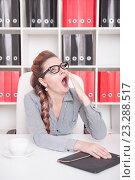 Купить «Женщина зевает на рабочем месте», фото № 23288517, снято 29 июня 2016 г. (c) Darkbird77 / Фотобанк Лори