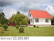 Купить «Беседка и дом на дачном участке», фото № 23293981, снято 20 июля 2016 г. (c) Victoria Demidova / Фотобанк Лори