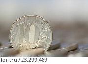 Купить «Десятирублевая монета крупным планом среди рядов других монет», фото № 23299489, снято 23 июля 2016 г. (c) Екатерина Овсянникова / Фотобанк Лори