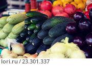 Купить «close up of squash at street farmers market», фото № 23301337, снято 27 июля 2015 г. (c) Syda Productions / Фотобанк Лори