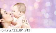 Купить «happy mother kissing adorable baby», фото № 23301913, снято 22 декабря 2007 г. (c) Syda Productions / Фотобанк Лори