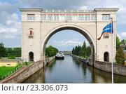 Судоходный шлюз Угличской ГЭС, Углич, Россия (2016 год). Редакционное фото, фотограф Ольга Коцюба / Фотобанк Лори