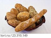 Домашний хлеб в корзине. Стоковое фото, фотограф Алексей Большаков / Фотобанк Лори