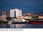Купить «Вид на город Мурманск с противоположного берега Кольского залива», фото № 23315013, снято 23 июля 2016 г. (c) Ирина Здаронок / Фотобанк Лори