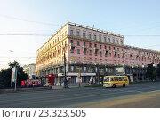 Купить «Площадь Революции в Челябинске», эксклюзивное фото № 23323505, снято 26 июля 2016 г. (c) Елена Осетрова / Фотобанк Лори