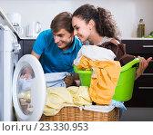 Купить «Husband helping housewife to use washing machine indoors», фото № 23330953, снято 21 апреля 2019 г. (c) Яков Филимонов / Фотобанк Лори