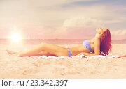 Купить «happy woman on the beach», фото № 23342397, снято 16 октября 2018 г. (c) Syda Productions / Фотобанк Лори