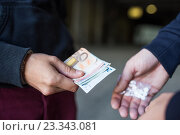 Купить «close up of addict buying dose from drug dealer», фото № 23343081, снято 9 июня 2016 г. (c) Syda Productions / Фотобанк Лори