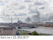 Купить «Дым от пожара над Санкт-Петербургом. 4 августа 2016», фото № 23353817, снято 4 августа 2016 г. (c) Анна Сапрыкина / Фотобанк Лори
