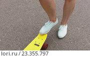 Купить «teenage girl right foot on short modern skateboard», видеоролик № 23355797, снято 1 августа 2016 г. (c) Syda Productions / Фотобанк Лори