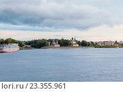 Набережная с видом на город Углич, Россия (2016 год). Редакционное фото, фотограф Илья Бесхлебный / Фотобанк Лори