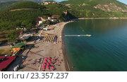 Песчаный пляж Яз. Полет вдоль береговой линии. Черногория (2016 год). Стоковое видео, видеограф Кекяляйнен Андрей / Фотобанк Лори
