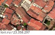 Купить «Полет над красными крышами старого города в Которе. Черногория», видеоролик № 23358297, снято 28 июня 2016 г. (c) Кекяляйнен Андрей / Фотобанк Лори