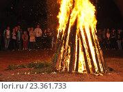 Купить «Костёр на празднике Ивана Купала», фото № 23361733, снято 9 июля 2016 г. (c) Оксана Синникова / Фотобанк Лори