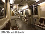 """Вагоны метро """"Яуза"""" Опытно промышленная 2002 года (2014 год). Редакционное фото, фотограф Краснобай Александр / Фотобанк Лори"""