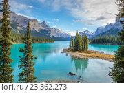 Остров Духов, Национальный парк Джаспер, Альберта, Канада (2014 год). Стоковое фото, фотограф Станислав Мороз / Фотобанк Лори