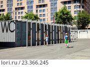 Купить «Современный городской туалет в Лозанне, Швейцария», фото № 23366245, снято 4 июля 2016 г. (c) Юлия Кузнецова / Фотобанк Лори