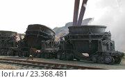Заливка расплавленной стали. Металлургическая промышленность. Стоковое видео, видеограф Александр Устич / Фотобанк Лори
