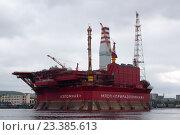 """Купить «Нефтяная платформа """"Приразломная"""" в Кольском заливе», фото № 23385613, снято 16 июня 2011 г. (c) Константин Кандыба / Фотобанк Лори"""