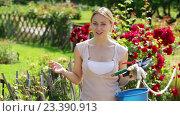 Купить «glad young blond woman in garden», видеоролик № 23390913, снято 7 августа 2016 г. (c) Яков Филимонов / Фотобанк Лори