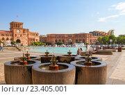 Купить «Фонтан на площади Hraparak в Ереване», фото № 23405001, снято 17 августа 2016 г. (c) Emelinna / Фотобанк Лори