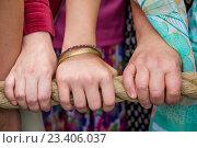 Купить «Москва, парк «Сокольники». День Индии, 14 августа 2016. Канат колесницы с божествами. Ратха-ятра», фото № 23406037, снято 14 августа 2016 г. (c) Galina Barbieri / Фотобанк Лори